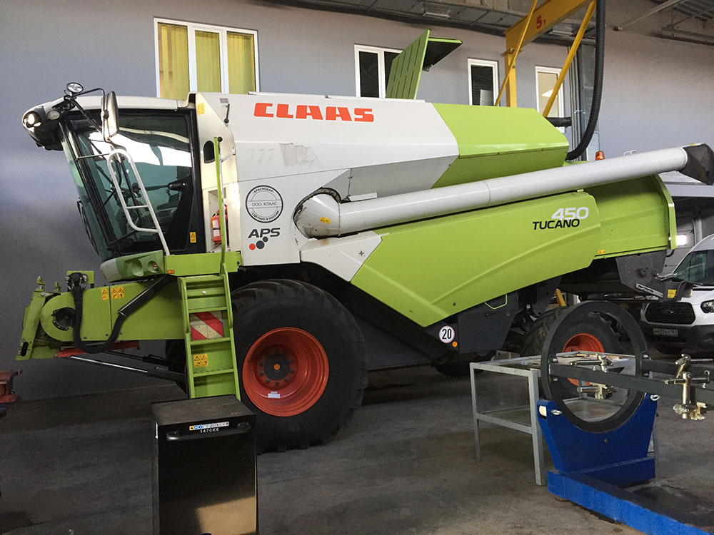 Зерноуборочный комбайн CLAAS TUCANO 450 - б/у